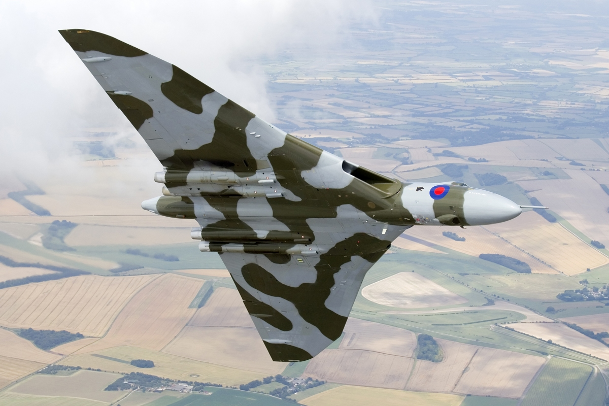 AIRSHOW NEWS: Air Day's Special V- Jet Formation for Vulcan Farewell